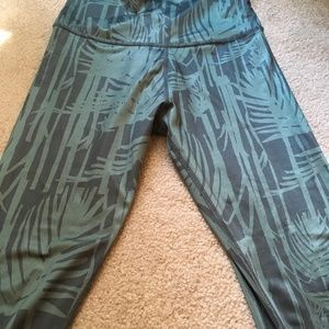 Beyond Yoga Green Print Leggings